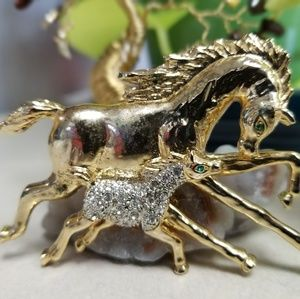 GOLD TONE HORSE BROOCH